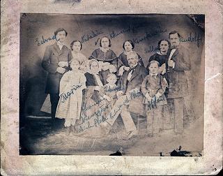 oldfamily-2066_640